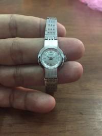 Đồng hồ nữ lên dây máy rado 682