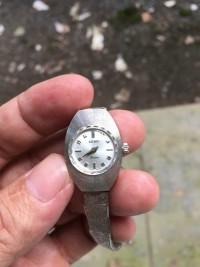 Đồng hồ lên dây nữ Rado