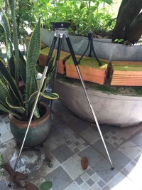 Bộ hai chân để máy chụp hình