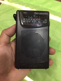 Radio panasonic model rf-551